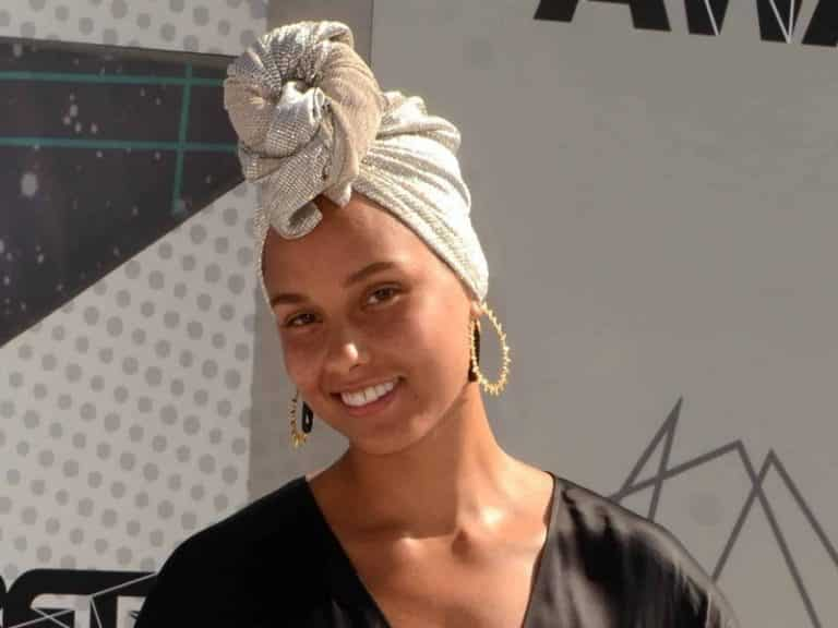 Alicia Keys Reveals Her Secret Of Flawless Skin|Beauty|Skin Care>Skin Care at Home